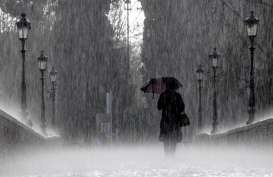 Cuaca Jakarta 19 Oktober, Hujan Lebat Disertai Petir dan Angin Kencang