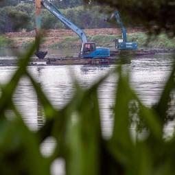 Antisipasi Banjir, Pemprov DKI Jakarta Bersihkan Endapan Lumpur Waduk Ria Rio