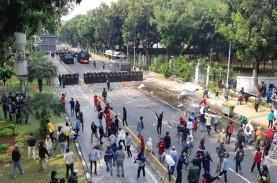 Gelombang Demo Tolak UU Cipta Kerja di Jakarta Hari…