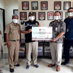 Bank DKI Serahkan Bantuan Untuk Korban Banjir dan Longsor di Jagakarsa