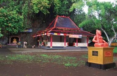 Menelusuri Wisata Religi di Gunung Selok dan Srandil Kabupaten Cilacap
