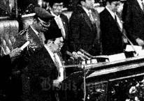 Abdurrahman Wahid diambil sumpah sebagai presiden dalam Sidang Istimewa MPR pada 20 Oktober 1999./Dok Bisnis Indonesia