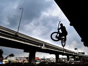 Kolong Tol di Jakarta Dijadikan Trek Sepeda