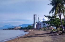 BNPB Serahkan Rp19 Miliar untuk Tangani Abrasi Pantai Padang