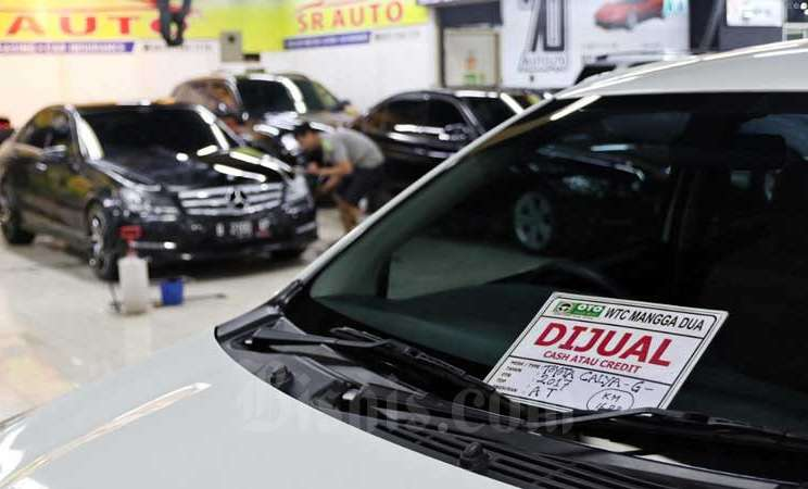 Deretan mobil bekas yang dijual di Jakarta, Selasa (3/3/2020). Proses balik nama BPKB sedikit berbeda dengan balik nama STNK. Hanya saja, keduanya harus dilakukan bersamaan. Bisnis - Eusebio Chrysnamurti