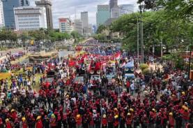 Unjuk Rasa Ribuan Buruh Tolak UU Ciptaker Berjalan…
