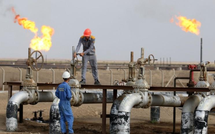 Aktivitas di kilang minyak Nasiriyah, Irak. - Bloomberg.