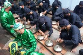 Menengok Tradisi Nyiram Gong Sekati di Keraton Kanoman…