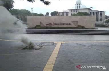 Kabel Listrik Bawah Tanah di Depan Masjid Istiqlal Terbakar