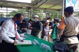 PROTOKOL KESEHATAN : Musim Hujan, Siapkan Masker Cadangan