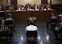 Terdakwa kasus dugaan korupsi pengelolaan dana dan penggunaan dana investasi pada PT Asuransi Jiwasraya (Persero) menjalani sidang perdana di Pengadilan Tindak Pidana Korupsi, Jakarta, Senin (3/6/2020)./Bisnis-Eusebio Chrysnamurti