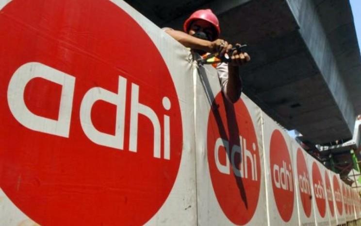 Pekerja beraktivitas di proyek yang dikerjakan PT Adhi Karya. - JIBI/Nurul Hidayat