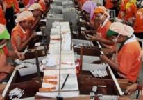 Kegiatan pekerja sebuah pabrik rokok kretek di Kabupaten Bantul, Yogyakarta./ JIBI-Desi Suryanto