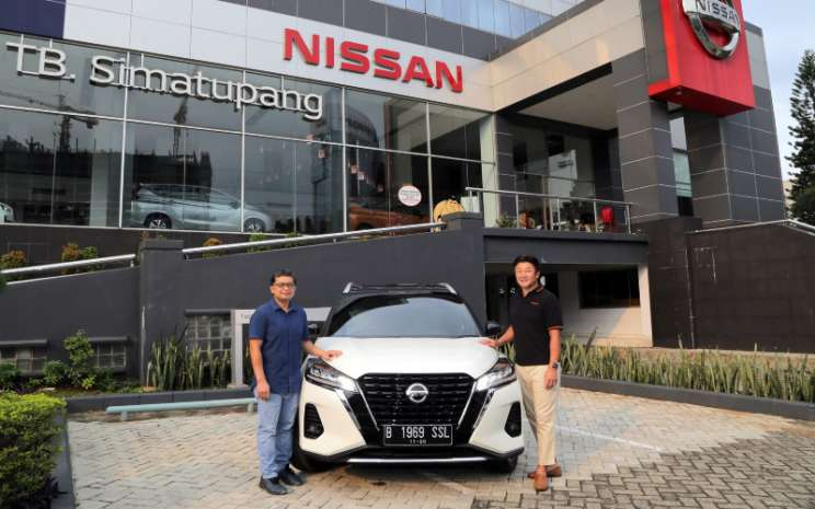 Isao Sekiguchi dan Yuriadi Sulastomo bersiap merasakan sensasi berkendara EV dari All-New Nissan Kicks e-Power.  - Nissan