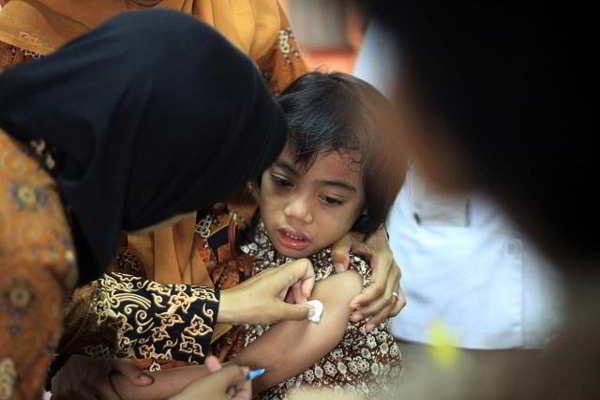 Imunisasi DT - TT untuk memberikan kekebalan anak terhadap penyakit difteri dan tetanus. (Solopos/Burhan Aris Nugraha)