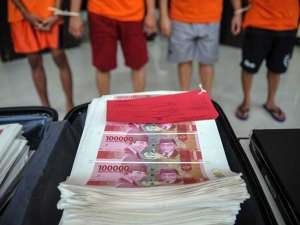 Polrestabes Bandung Tangkap Empat Orang Tersangka Yang Memproduksi Uang Palsu
