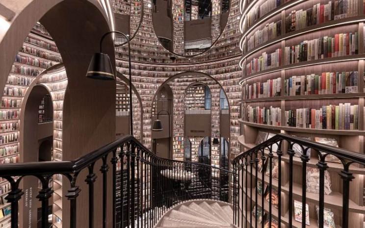 Penampakan toko buku Dujiangyan Zhongshuge./https://www.architecturaldigest.com -