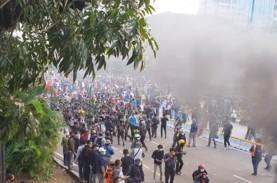 Massa Tak Dikenal Muncul di Tengah Aksi Mahasiswa,…