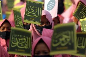 Warga di Surabaya Ikuti Pawai Maulid Nabi