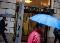 Wall Street Anjlok 2 Persen Akibat Kasus Corona Mengganas