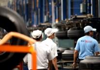 Aktivitas pekerja di pabrik ban PT Gajah Tunggal Tbk./gt-tires.com