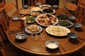 Kapan Waktu Makan Malam yang Tepat Agar Berat Badan Turun?