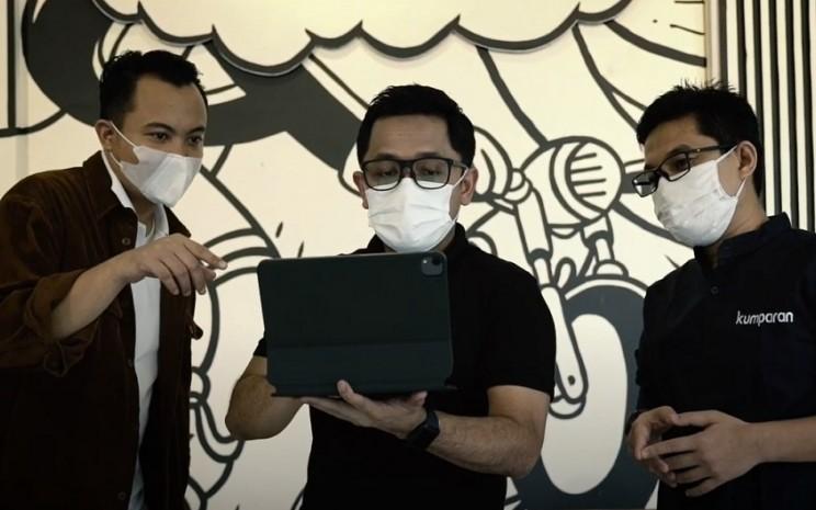 Editor in Chief kumparanMilenial Adhie Ichsan (kiri), CEO kumparan Hugo Diba (tengah), dan Editor in Chief kumparanBisnis Wendiyanto Saputro (kanan) sebagai Juri di Local Brand Editor's Choice. Dok: kumparan