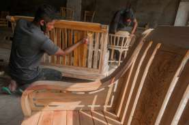 MANUFAKTUR DI TENGAH PANDEMI : Industri Olahan Kayu…