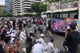 Puluhan Massa Aksi dari Tiga Ormas Islam Kepung Kedubes…