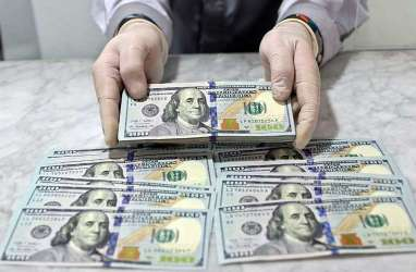 Deg-degan Pilpres AS: Dolar Melemah, Emas Tembus US$1.900