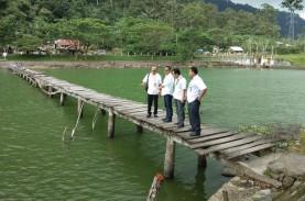 Warga Agam Gotong Royong Bersihkan Danau Maninjau