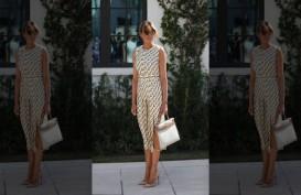 Tanpa Masker, Melania Trump Nyoblos Pilpres AS dengan Fesyen Seharga Rp290 Juta