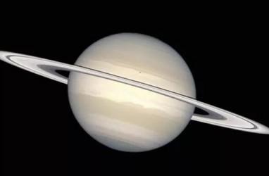 Indahnya Gerhana Matahari Cincin Raksasa di Saturnus