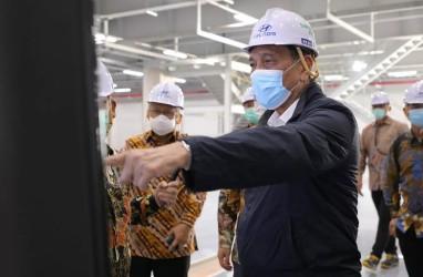 Mobil Listrik Impor Masuk Pasar, Luhut Kunjungi Pabrik Hyundai di Bekasi