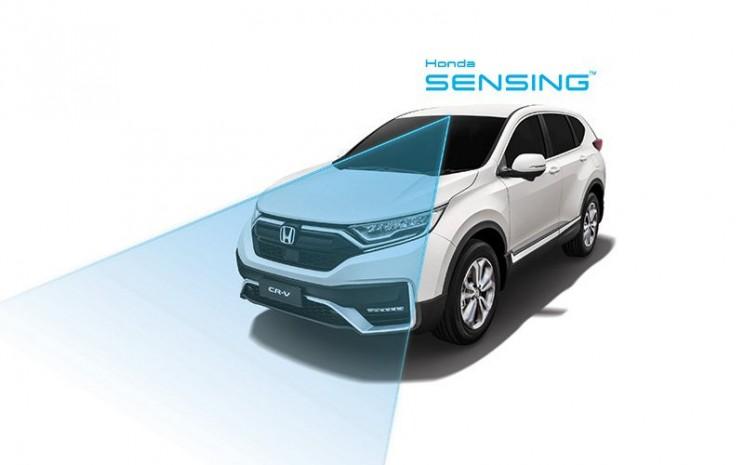 CR-V berteknologi Honda Sensing. Di pasar Malaysia, SUV ini tersedia dalam tiga varian, yakni 2.0L 2WD, 1.5L TC-P 2WD dan varian baru 1.5L TC-P 4WD.  - Honda
