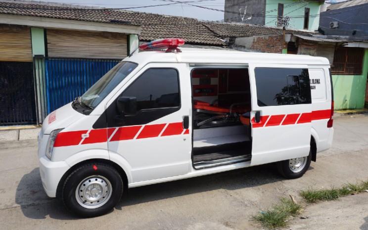 Dapur pacu DFSK Gelora ambulans ditunjang mesin DK 1.500 cc DVVT bertenaga 109 hp pada 6.000 rpm dan torsi 140 Nm pada 3.200 - 4.000 rpm.  - DFSK.