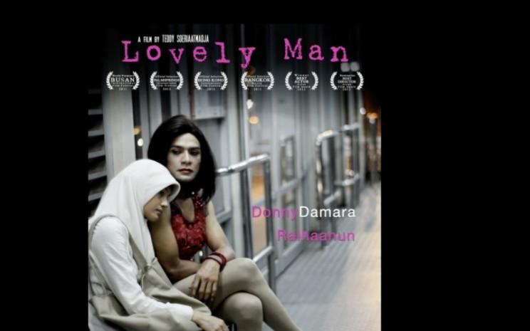 Poster film Lovely Man yang dibintangi Donny Damara dan Raihaanun  -  Sumber: IMDB