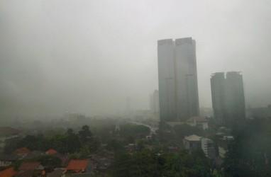 Cuaca Jakarta 13 November, Hujan Disertai Kilat dan Angin Kencang