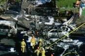 Pesawat Kecil Jatuh di Perumahan, Pilot Tewas