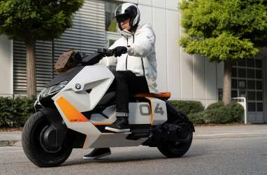 BMW Motorrad Definition CE 04 Gabungkan Dunia Analog dan Digital