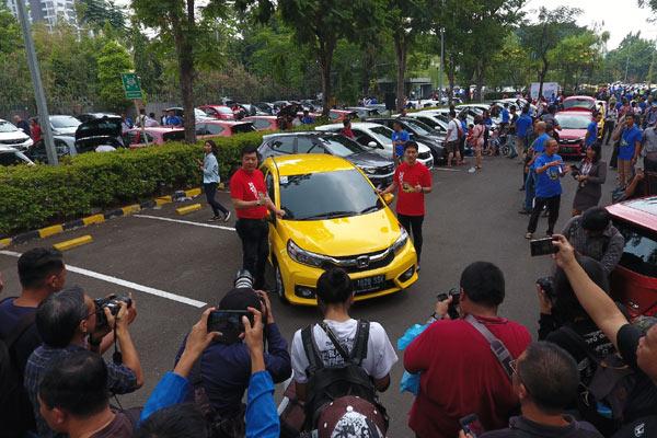 Honda Brio RS berhasil mengumpulkan penjualan total 1.035 unit, diikuti HR-V 1.5L sebanyak 812 unit.  - HPM
