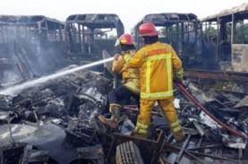 Puluhan Rongsokan Bus TransJakarta Terbakar, 10 Unit…