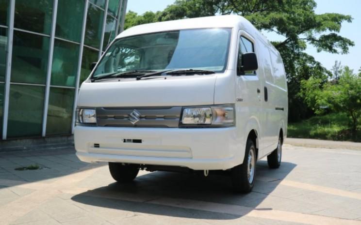 Suzuki New Carry Blind Van didesain dengan bukaan pintu belakang swing ke atas untuk memudahkan keluar masuk barang.  - SIS