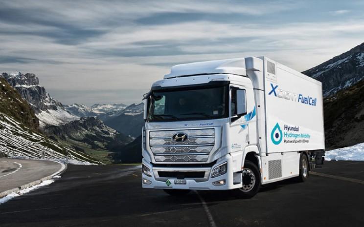 Hyundai Xcient.  - Hyundai