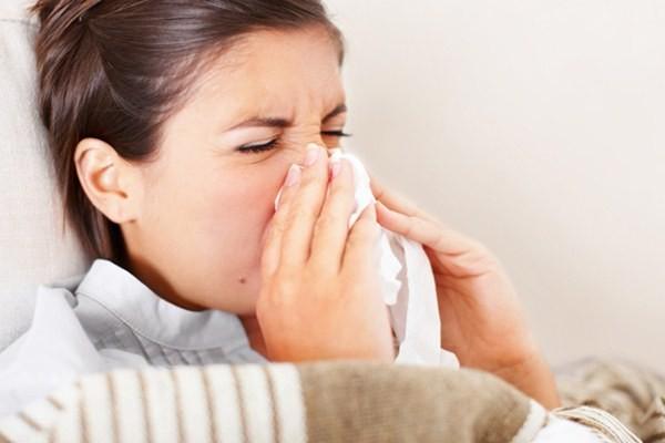 Seorang perempuan mengalami kehilangan indera penciuman atau anosmia - Youngandraw