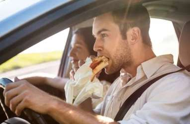 10 Kebiasaan Makan yang Salah Pada Pria