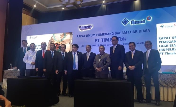 Jajaran Komisaris dan Direksi baru PT Timah Tbk. setelah Rapat Umum Pemegang Saham Luar Biasa (RUPSLB) pada Senin (10/2/2020) di Jakarta. -  Bisnis / Finna U. Ulfah