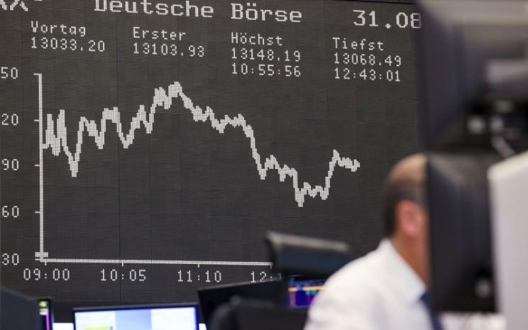 Layar papan perdagangan di bursa Eropa - Bloomberg