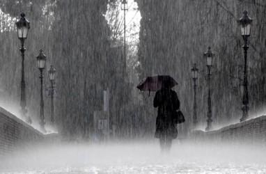 Cuaca Jakarta 19 November, Hujan Disertai Kilat dan Angin Kencang