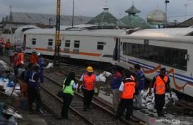 Rangkaian Gerbong Kereta di Malang Jalan Sendiri Lalu Anjlok